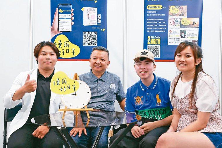 物理治療師李晋宇(左起)與風友張爸爸和兒子「要認真」一起上直播節目。記者葉信菉/...