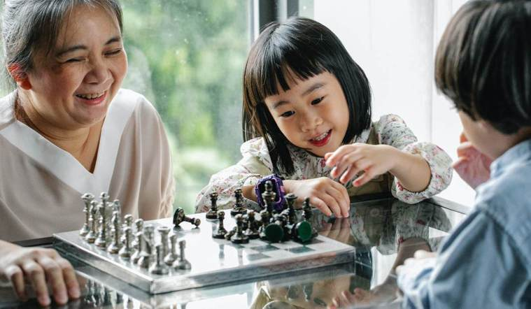 跟家中長輩一起玩桌遊,很適合串起家人間互動情感,可依每個人的興趣、能力、喜好、接...