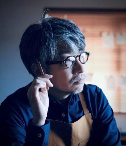 東奧開幕演出製作人之一的小林賢太郎,因被起底過去曾開猶太人大屠殺的玩笑,遭到東京奧會開除。圖擷取自twitter