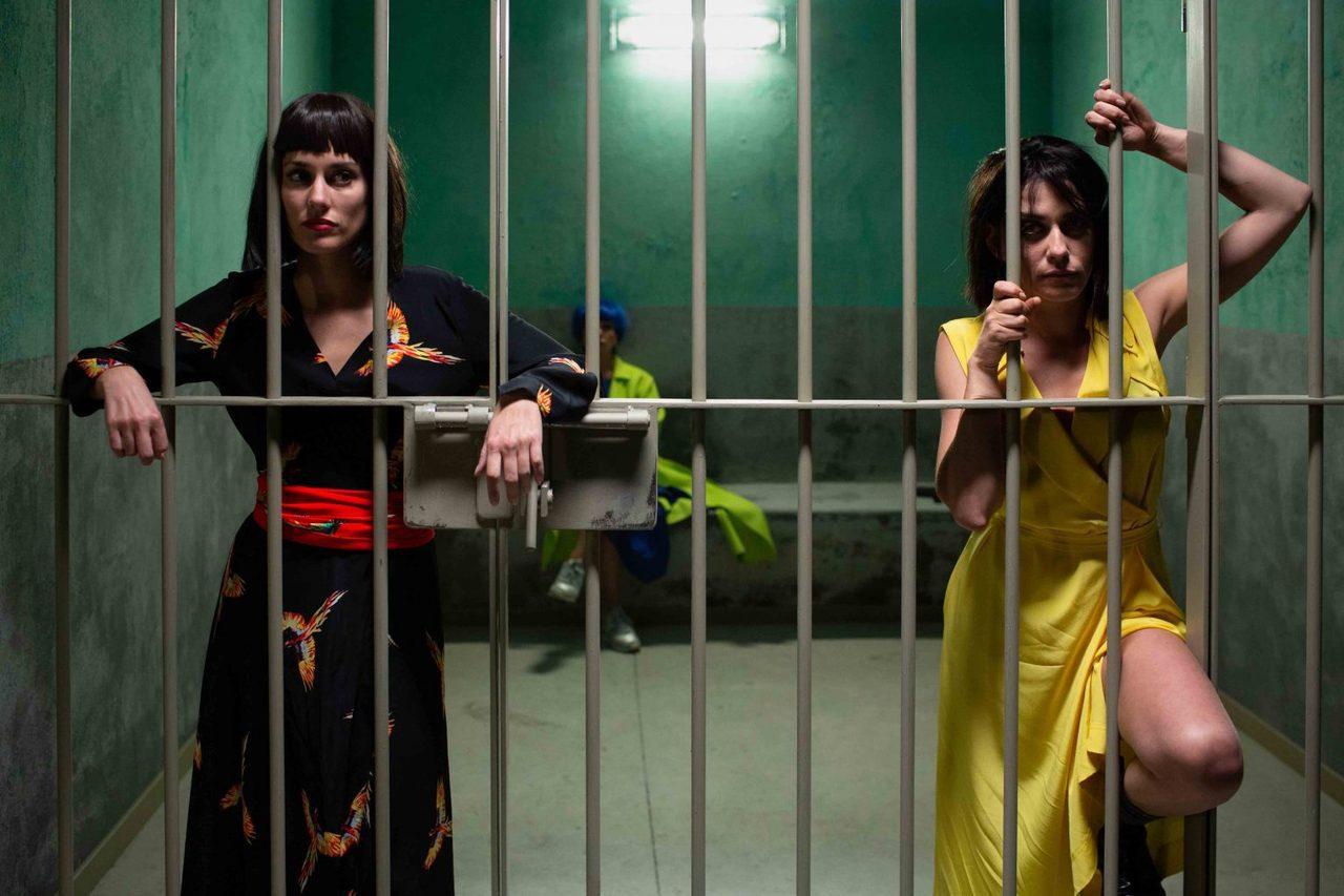 瑪麗亞・萊昂飾艾娃(右),希維亞・阿隆索飾瑪爾(左),好友相伴一同完成圓夢的瘋狂...