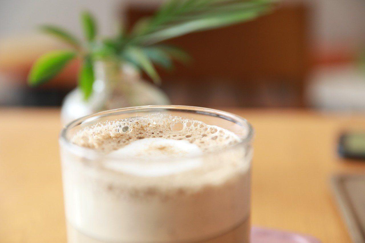奶茶美味的關鍵就是調合茶湯和鮮奶的黃金比例,以濃郁、厚實帶著甜香味的茶款為最佳的...