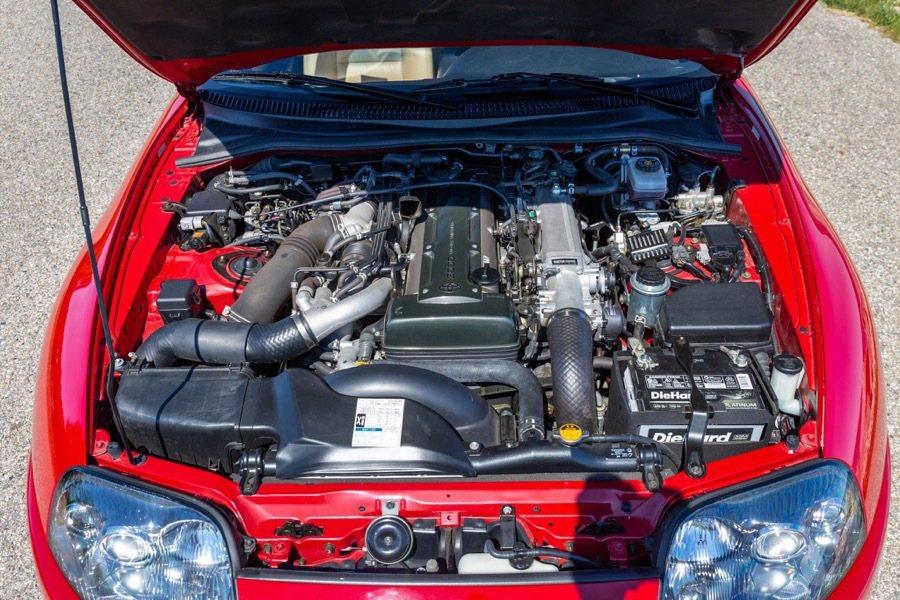 代號2JZ-GTE的3.0升直列六缸雙渦輪增壓引擎,原廠輸出就有320hp和43...
