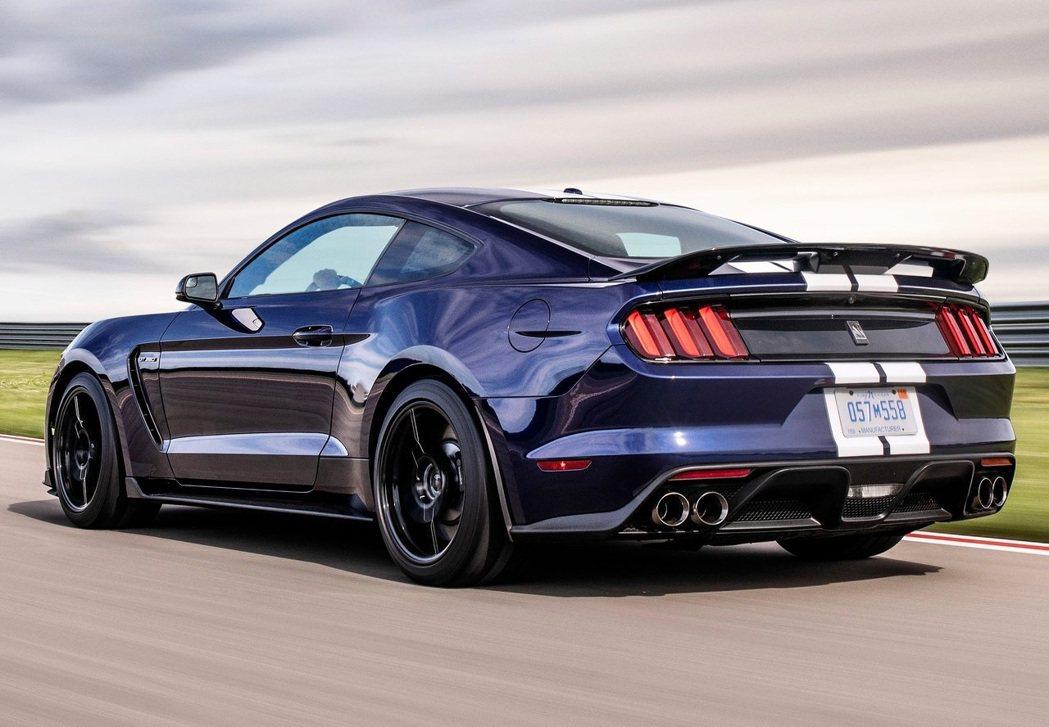 車主們覺得Ford不能強調每一台Shelby GT350都能在原廠的狀態下進賽道...