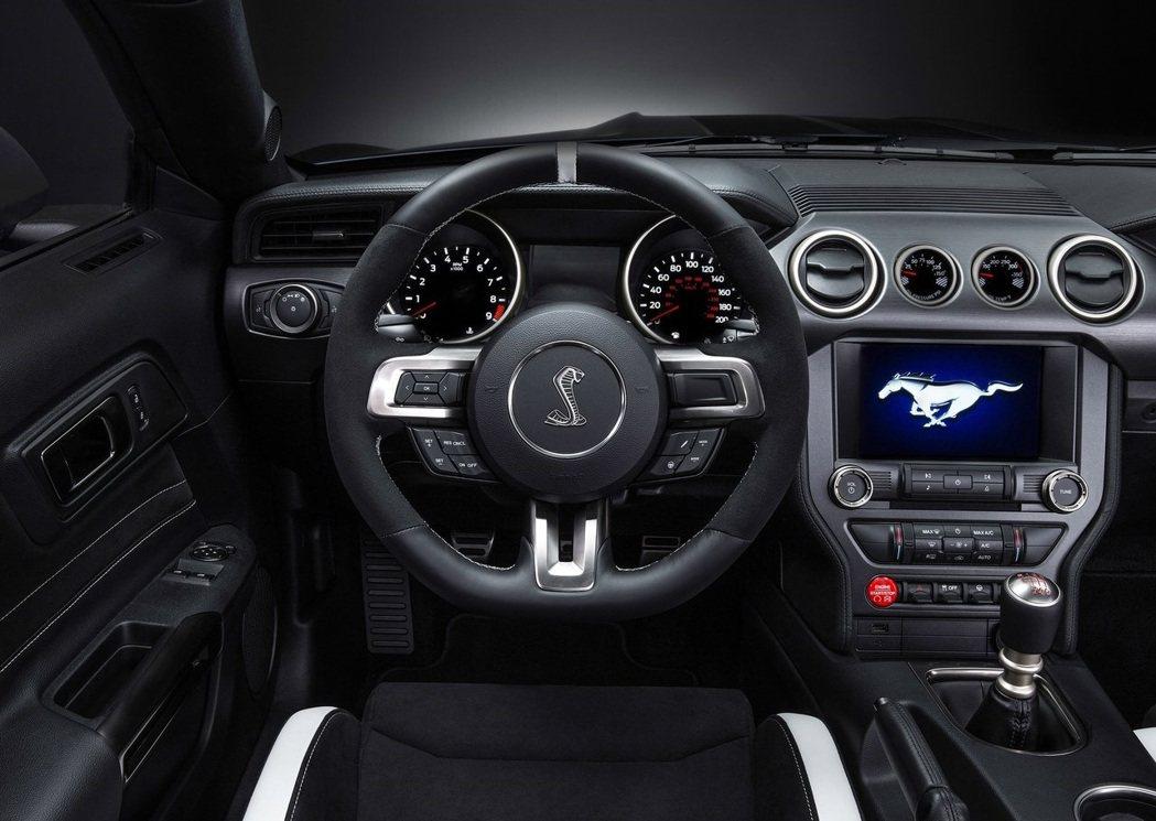 Ford Mustang Shelby GT350配置六速手排變速箱。 摘自Fo...