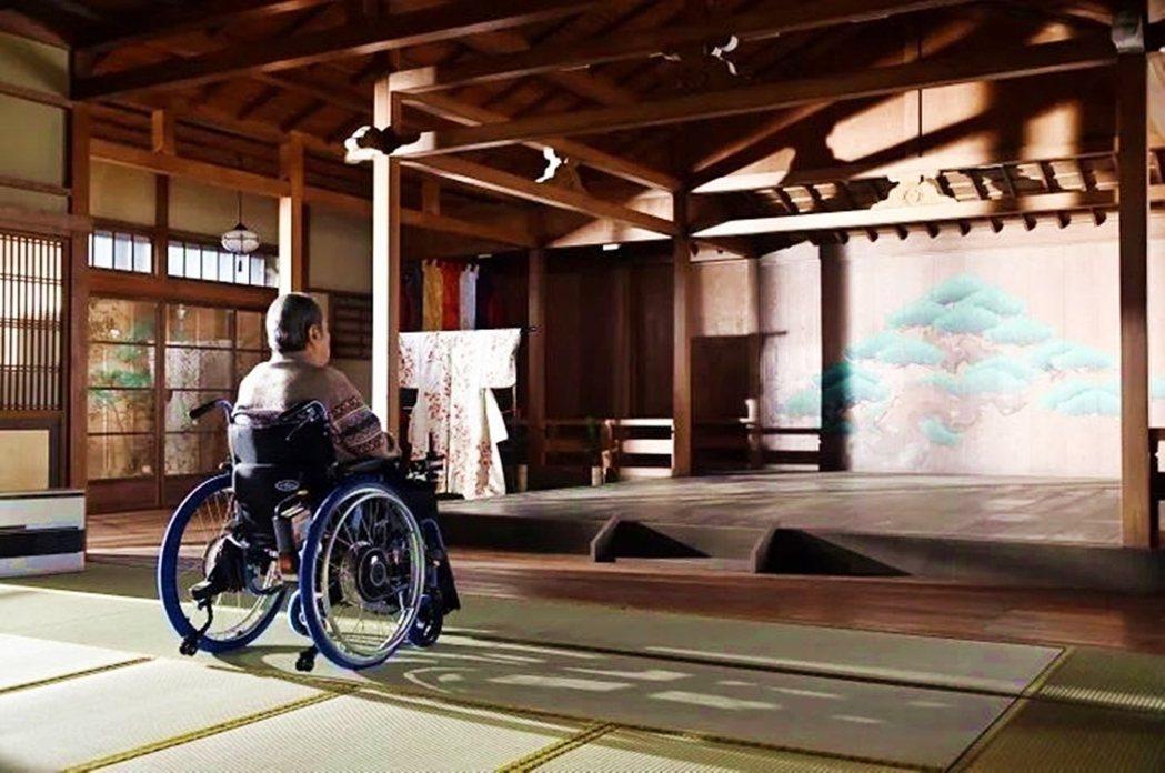 《我家的故事》呈現日本古典藝能世家後代,為了逃離傳統而放浪,分別投入流行界或是職...