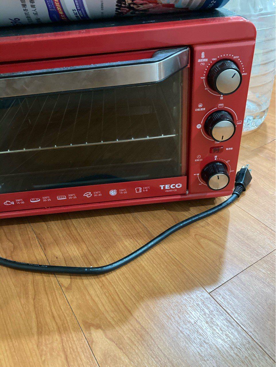一名網友發現家中的烤箱沒人觸碰,儀錶板竟然自動倒數15分鐘,讓他覺得毛毛的。 圖...