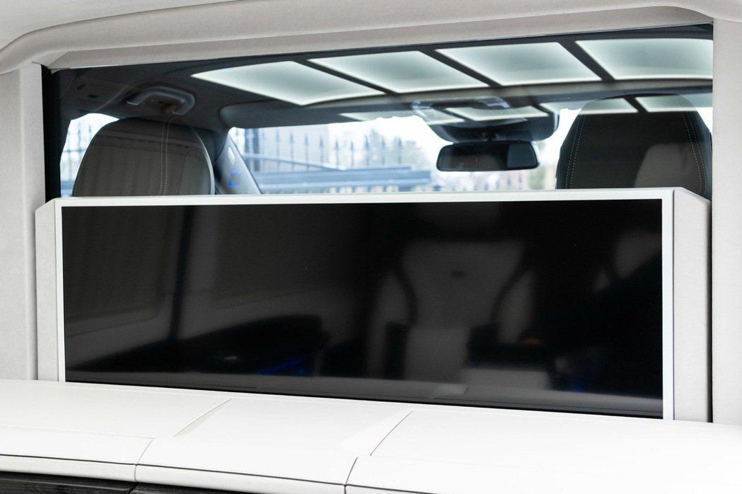 KLASSEN Luxury Vans全數以『私密隔屏』將雙前座與後座區隔成獨立...
