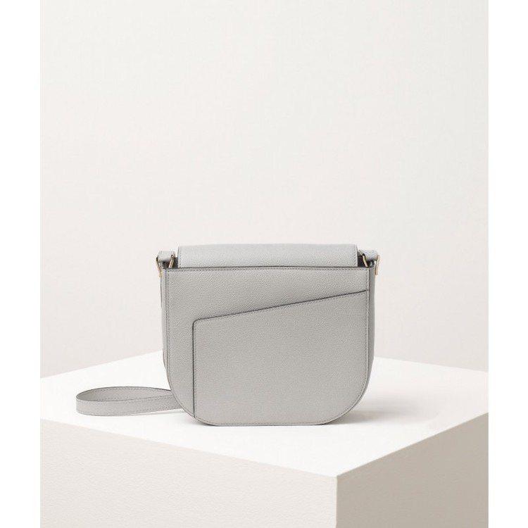 VALEXTRA的Twist肩背包展現建築美學。圖/取自品牌官網