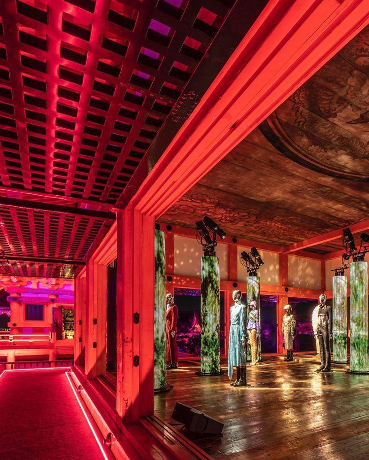 GUCCI為慶祝品牌成立100週年,在京都清水寺舉辦活動並展出「詠嘆調」百年大秀...