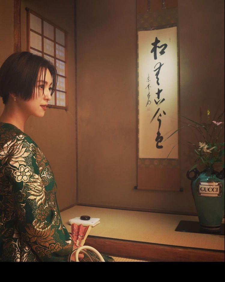 《打扮的戀愛是有理由的》中村杏在京都的町嘉旧川崎家住宅拍攝相當美麗的側影。圖/取...