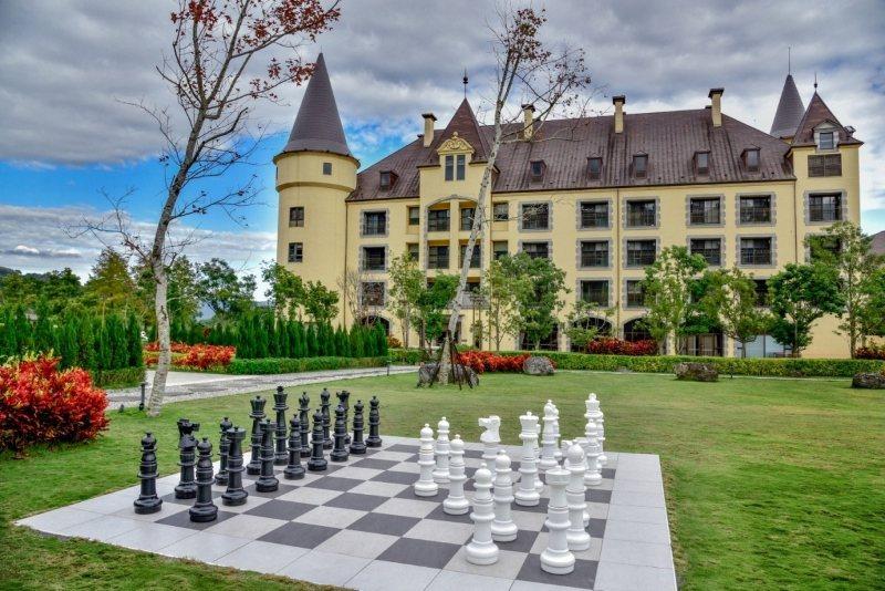 瑞穗天合國際觀光酒店綠景公園裡「西洋棋」設施。業者/提供