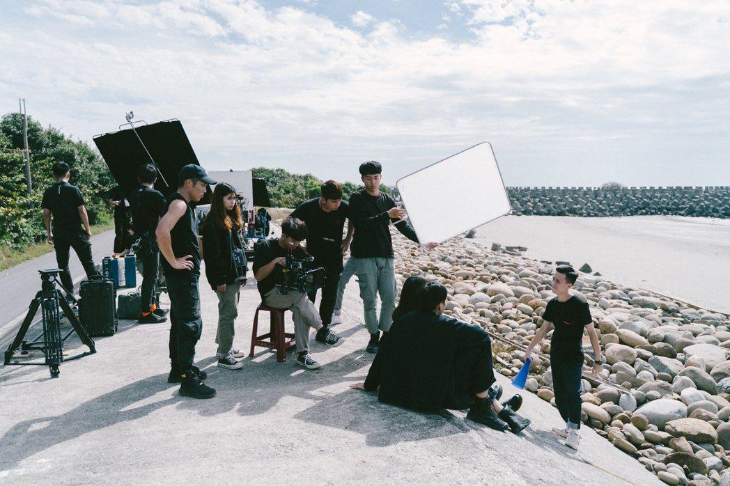 《樂園Paradise》海邊拍攝。 崑山科大/提供。