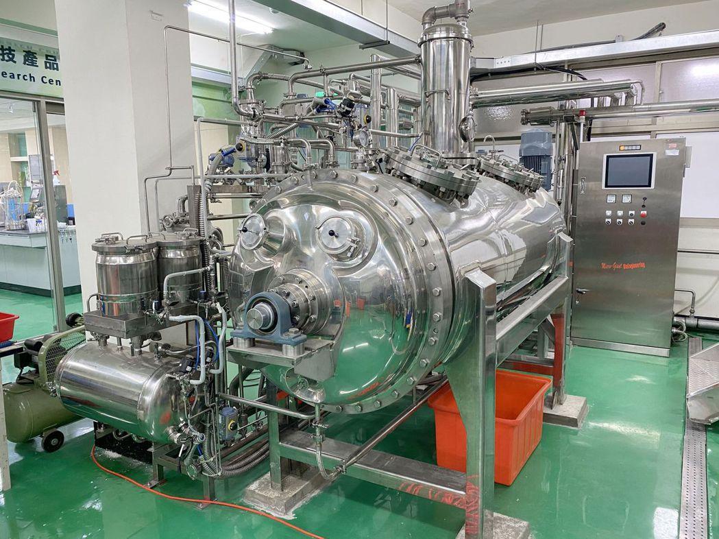 南臺科大備有噸級固態發酵槽,可協助廠商開發固態發酵製程。 南臺科大/提供