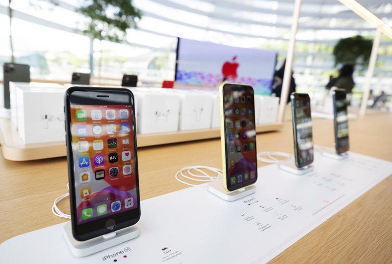 知情人士透露,蘋果明年發布的所有iPhone手機都將支援5G。歐新社