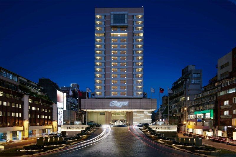入夜後的台北晶華酒店。 業者/提供