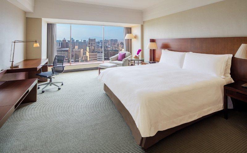 依「買5000送6000」優惠案,可入住晶華酒店精緻客房一晚。 業者/提供