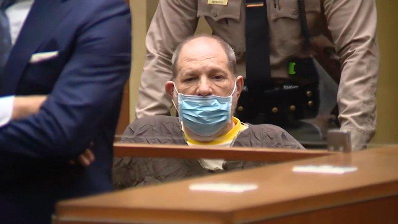 前好萊塢製片人哈維溫斯坦被控性侵5名女性的訴訟案,今天在洛杉磯法院開庭審理,哈維溫斯坦透過律師辯稱無罪。美聯社