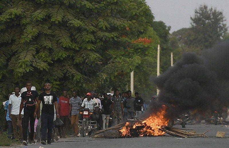 海地總統摩依士本月初遇刺身亡,葬禮在即,他的家鄉附近卻爆發愈來愈暴力的示威活動。 美聯社