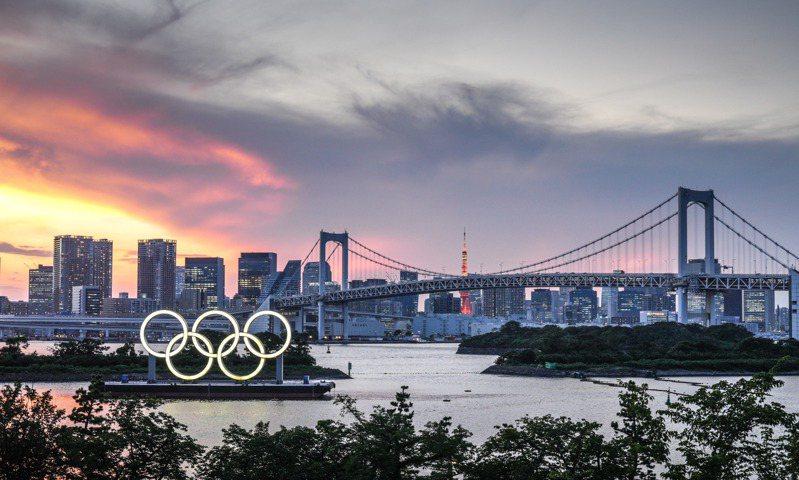 東京奧運即將在明晚舉行開幕式,主辦城市東京都今天新增新冠肺炎確診1979例。圖為東京夜景。 圖/新華社
