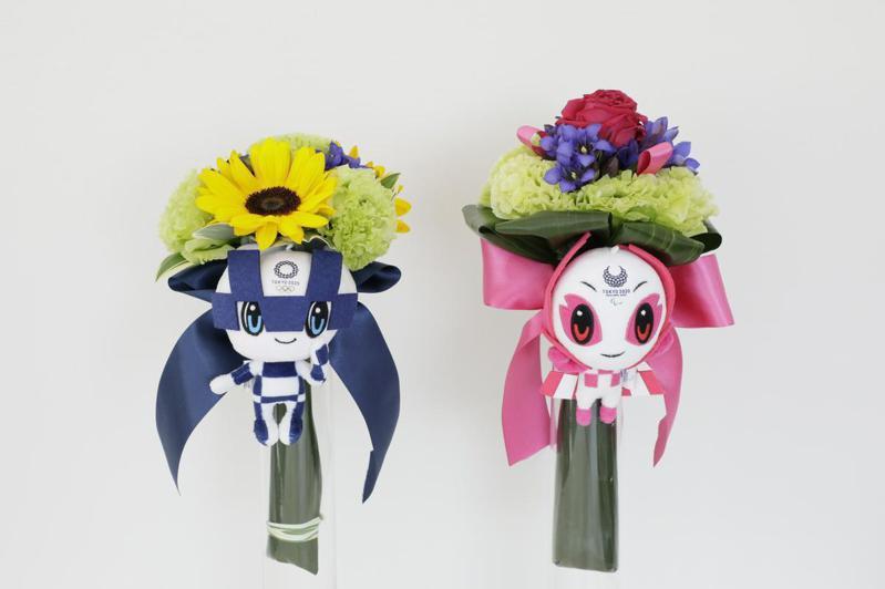 東奧與帕奧兩款勝利花束並列;圖片來源/©Tokyo 2020
