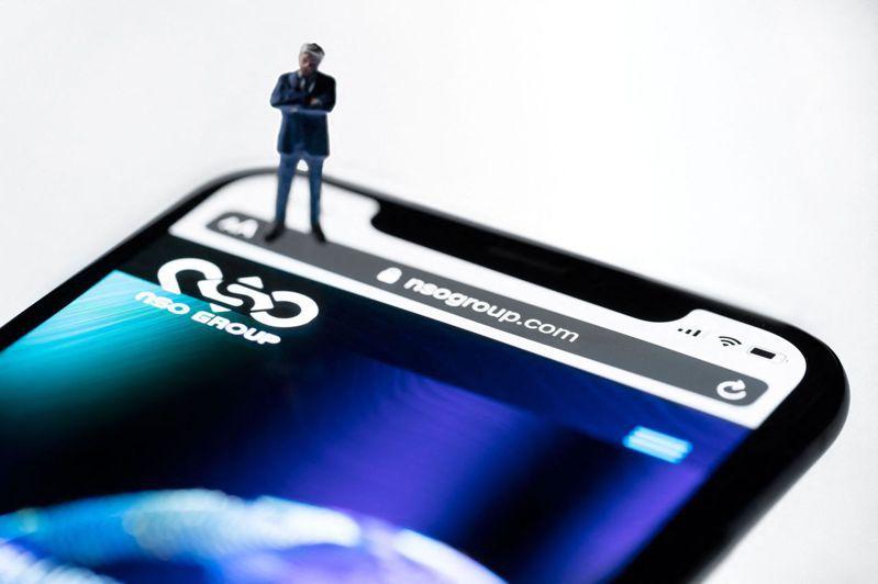 根据媒体最新报导,近日爆出的「飞马」间谍软体持续延烧,如今又爆出2位杜拜公主所使用的手机号码也赫然在名单中,可谓「无孔不入」。路透(photo:UDN)