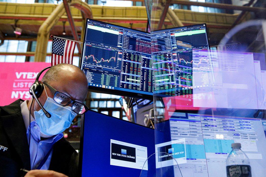 古根漢全球投資長米納德21日說,美股10月底前可能大跌15%或更多。路透