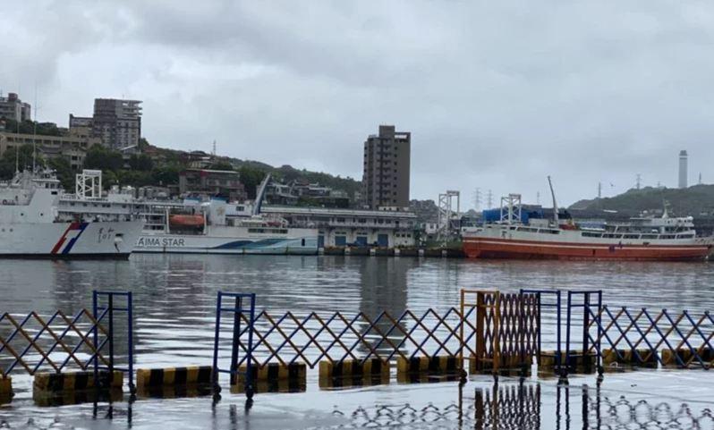 烟花颱風逼進台灣北部海域,新華航業公司公告明天受颱風影響海象不佳,「台馬之星」基隆→馬祖航班停航。示意圖。本報資料照片