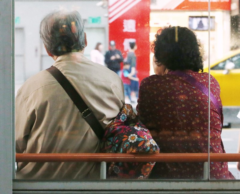 勞保老年給付自2009年1月1日年金化後,選領年金的比重已在去年底突破九成,只有一成勞工選擇一次領。 圖/聯合報系資料照片