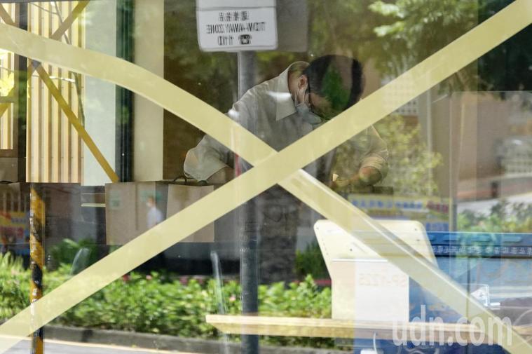 北市每天十例、不明感染兩例以下,就慢慢開放餐飲限制。聯合報系資料照片/記者林伯東...