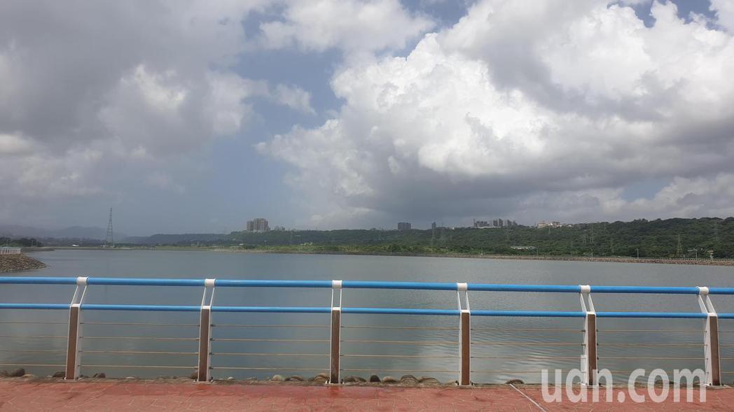 北水局因應颱風會為水庫帶來顯著降雨,實施調節放水,先把中庄調整放滿水。記者鄭國樑...