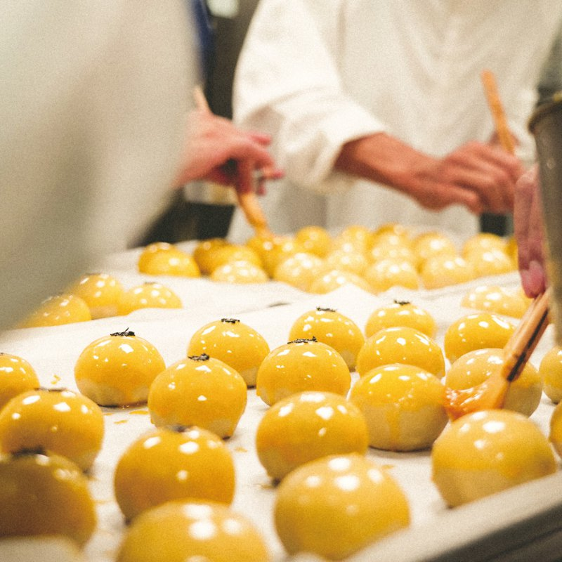 費工耗時,成就美味「國王蛋黃酥」。圖/吳寶春麵包店提供