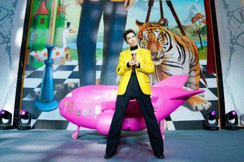 蕭敬騰(老蕭)22日在上海拋喜訊,宣布將於2022年舉辦全新的「蕭敬騰17Neon9世界巡迴演唱會」,從明年3月26日上海起跑,預計3年完成30場,「雖然326跟我的生日無關,但我的想法是至少一年1...