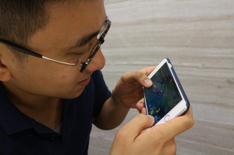 手機遊戲宅經濟成長,消費爭議也跟著多起來。圖為示意圖,人物與新聞無關。圖/聯合報系資料照片