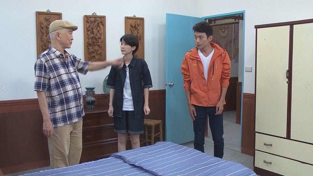 范鴻軒(左起)客串「黃金歲月」,戲中與楚宣、張哲豪演出對手戲。圖/民視提供