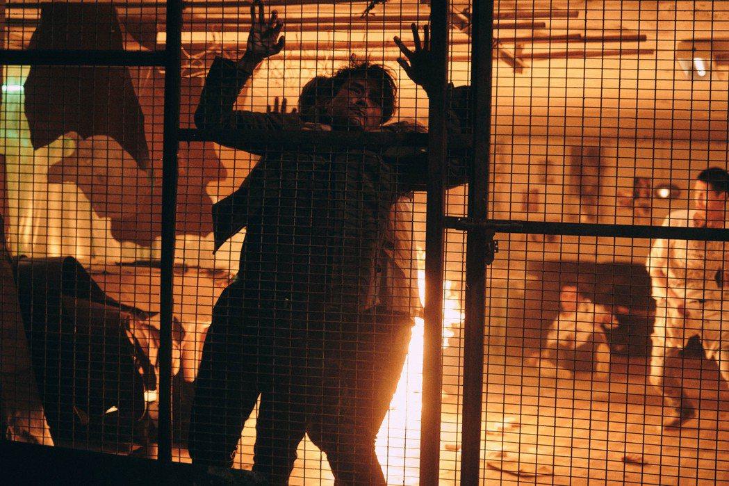 「手捲煙」22日在台上映。圖/CATCHPLAY提供