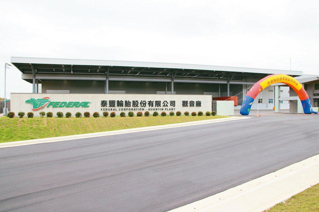 泰豐經營權之爭持續上演,為了反制南港輪胎為首的市場派,泰豐昨日董事會正式通過公開...