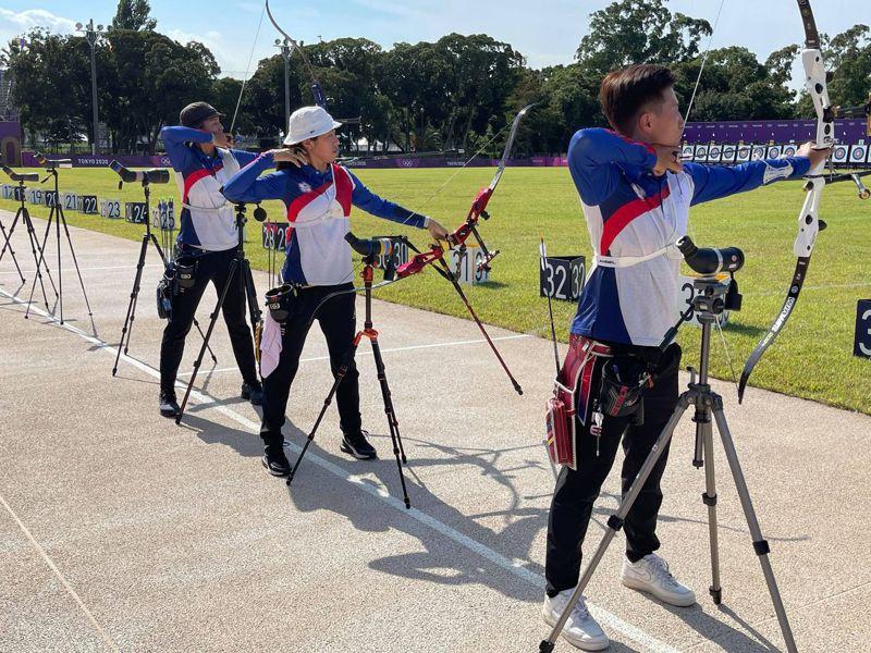 中華射箭女團昨天到比賽場地,進行最後練習並適應場地。圖/教練倪大智提供