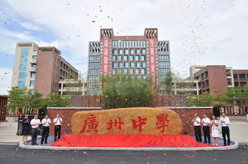 有三名高校教師跳槽至深圳中學,已經被錄取。圖/取自新浪網