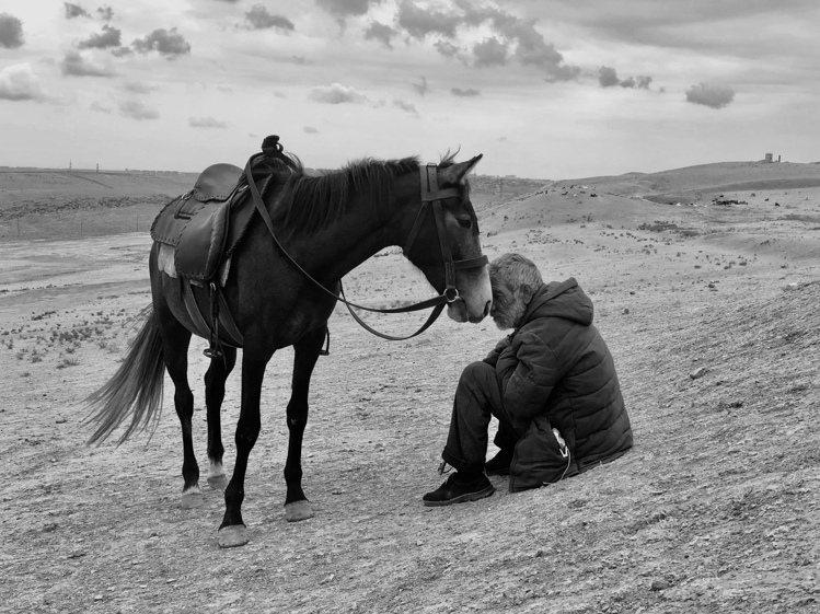 攝影師獎第一名為來自印度的Sharan Shetty,透過iPhone X拍下男...