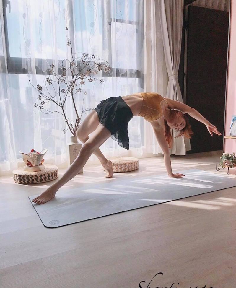 陳書育透過瑜伽矯正駝背圓肩的問題,更達到了心靈的平靜與提升。圖片由陳書育授權「有肌勵」刊登