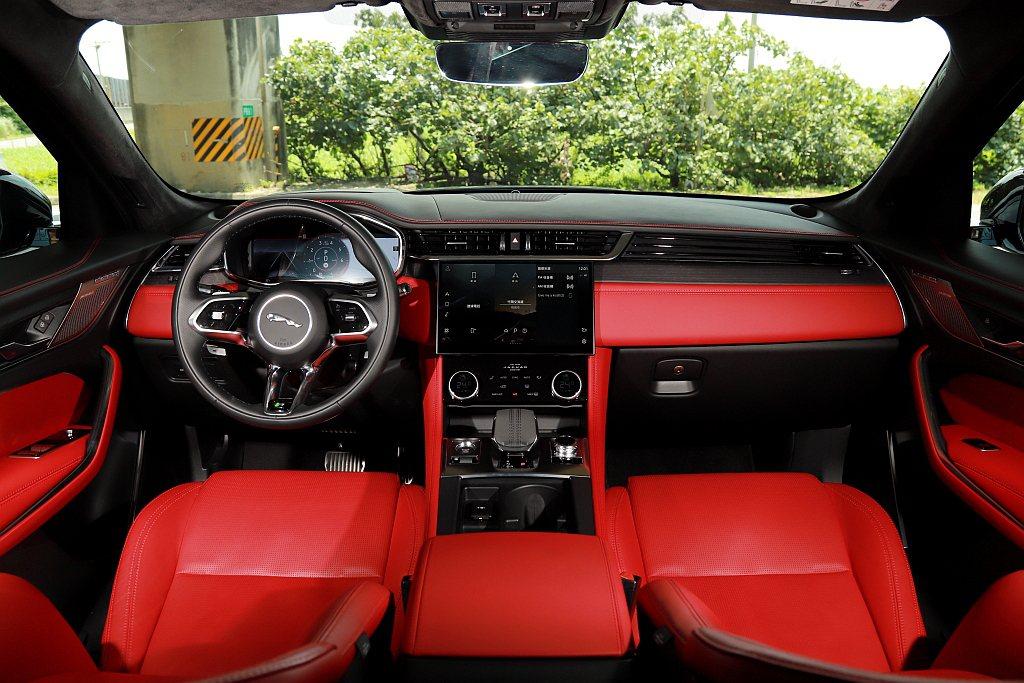 台灣銷售的Jaguar F-Pace P250雙車型,將12.3吋高解析全數位儀...