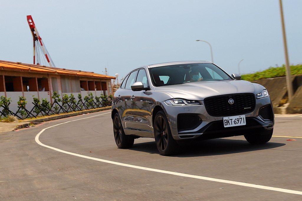 Jaguar F-Pace的鋁合金車體架構賦予較輕盈的感受外,前、後懸吊結構在鋁...