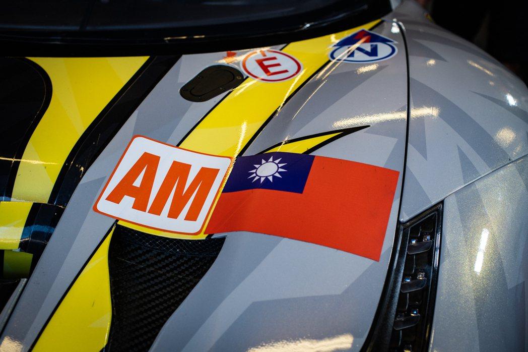 過往賽事的車身也同樣使用國旗。 圖/HubAuto Racing提供