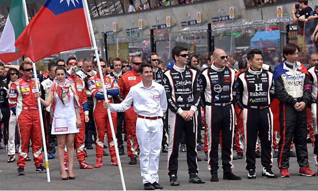 賽車比賽是少數可以看得見國旗飄揚的賽場。 圖/HubAuto Racing提供