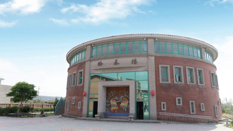 好客文創園區最底端的圓形外觀的好客樓,設有多個展區。 圖/新竹縣政府提供
