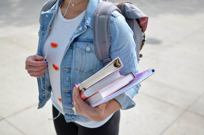 據統計,6位高中畢業生就有1個考慮把大學入學時間延後1個學期或1年。 圖...