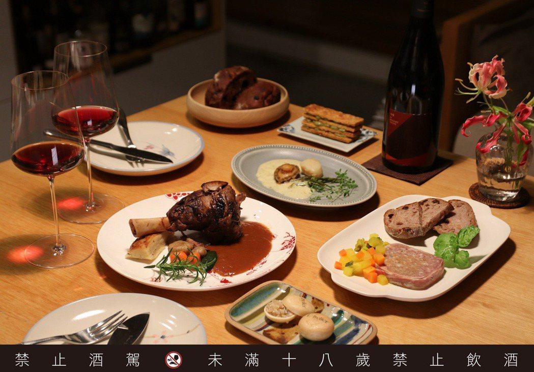 餐廳風潮近來出現轉化:便當以及菜餚直接打包送到家外,以冷凍包裝形式呈現的商品也越...