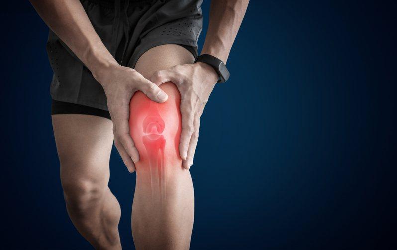 爬山不是最傷膝害的動作,真正的膝蓋殺手藏在日常生活中。圖/Shutterstock