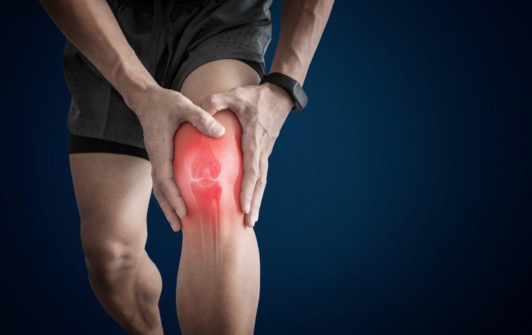 爬山不是最傷膝害的動作,真正的膝蓋殺手藏在日常生活中。圖/Shutterstoc...