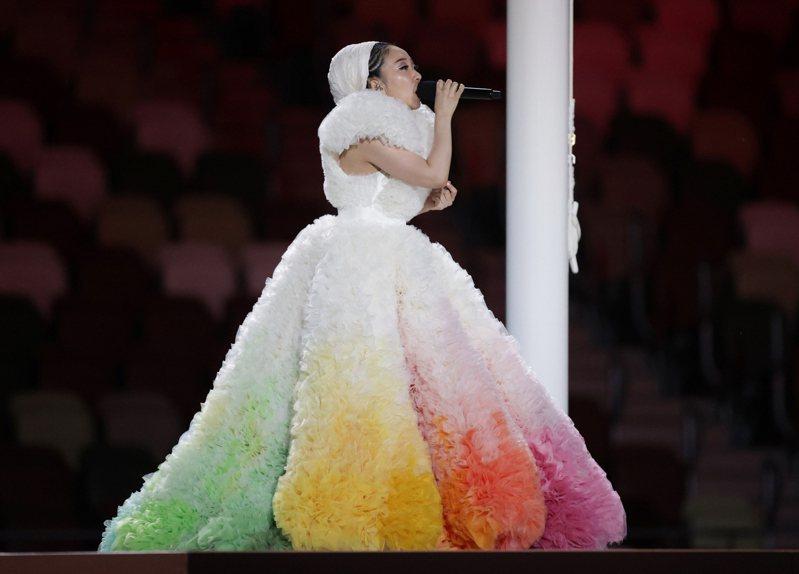 米希亞唱日本國歌。 路透